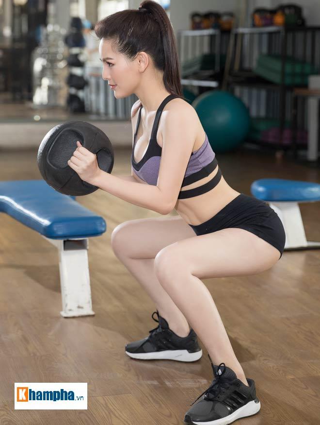 """""""Thánh nữ Mì Gõ"""" Trang Phi nóng bỏng tập gym, lộ chiêu giảm cân sau Tết - 4"""