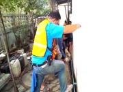 Thái Lan: Tìm vật nuôi mất tích, không ngờ lôi ra trăn khổng lồ