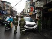 Ô tô đậu dưới đường  ' ăn Tết ' , bị cảnh sát cẩu đi