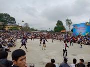 Kim Huệ dẫn dàn  chân dài  bóng chuyền về đấu giải làng: Vui như hội