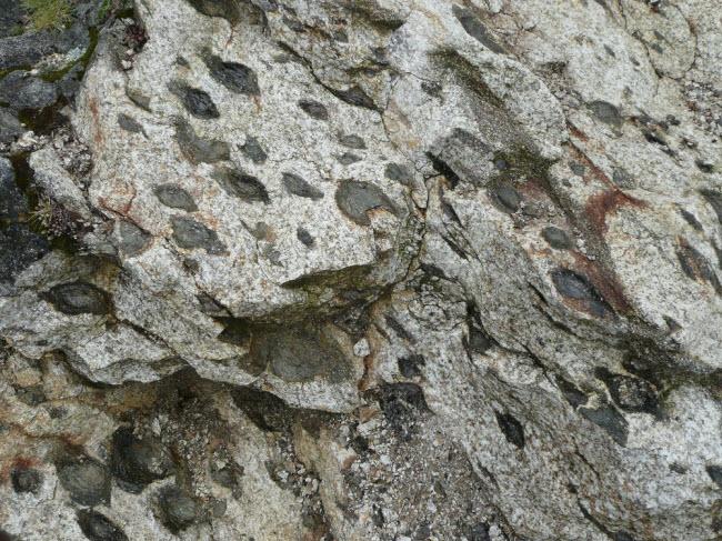 """Bí ẩn những tảng đá biết """"sinh con"""" ở Bồ Đào Nha - 5"""