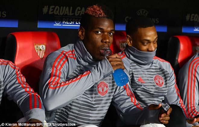 """Pogba vật vờ ở MU: Bàn tay """"siêu cò"""" xúi giục, chống đối Mourinho? - 1"""