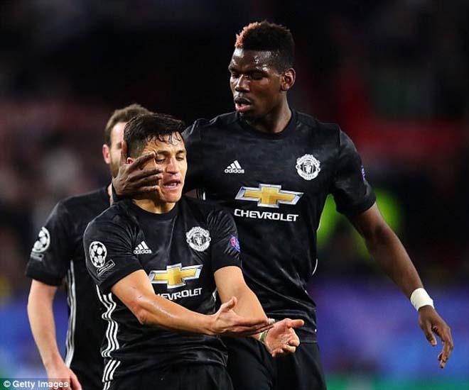 """Pogba vật vờ ở MU: Bàn tay """"siêu cò"""" xúi giục, chống đối Mourinho? - 3"""