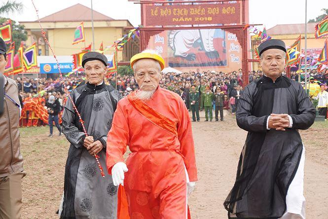"""Xem """"nhà vua"""" 95 tuổi xuống đồng làm lễ Tịch Điền - 7"""