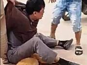 """"""" Cẩu tặc """"  bị dân vây đánh trên Quốc lộ 1A"""