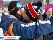 Tin nóng Olympic mùa Đông 23/2: VĐV người Mỹ gây sốc với nụ hôn đồng tính