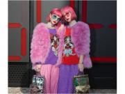 """Áo hồng, tóc hồng nổi  """" bần bật """"  - 2 tín đồ Nhật náo loạn đường phố Milan FW"""