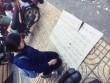 Vụ nữ sinh quỳ gối xin lại giấy tờ: Truy tìm đối tượng bịt khẩu trang trộm tài sản