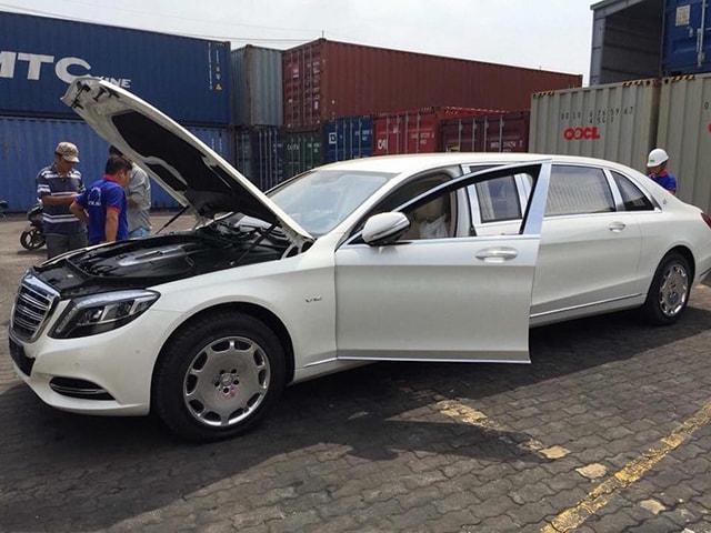Mercedes-MayBach S600 Pullman về đến Việt Nam - 1