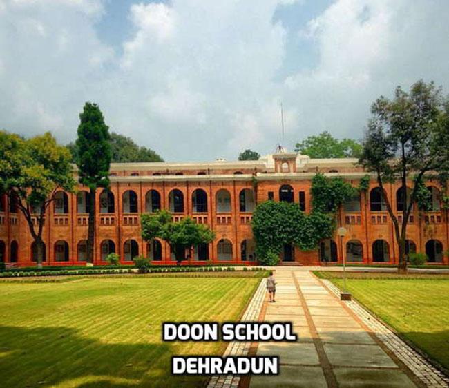 Trường Doon tại Dehradun thuộc bang Uttarakhand, Ấn Độ. Đây là một trong những thành phố đang được phát triển mạnh tại Ấn. Trường Doon được coi là một trong những trường học đáng mơ ước của nhiều học sinh trong nước bởi ngoài hệ thống giáo dục tốt, trường còn rất chú trọng các điều kiện vật chất và sinh hoạt cho học sinh. Trường có kiến trúc rất thanh thoát và một khu vực sinh hoạt thiên nhiên vô cùng hoàn hảo.