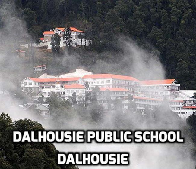 Trường công Dalhousie tại Dalhousie, điều gì có thể làm khiến học sinh hưng phấn hơn khi được học tập trong ngôi trường đẹp như mơ tại một trong những thị trấn đẹp nhất nước này?