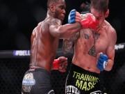 """MMA:  """" Gây tội """"  bằng cú đá knock-out trời giáng, vội vã sơ cứu đối thủ"""