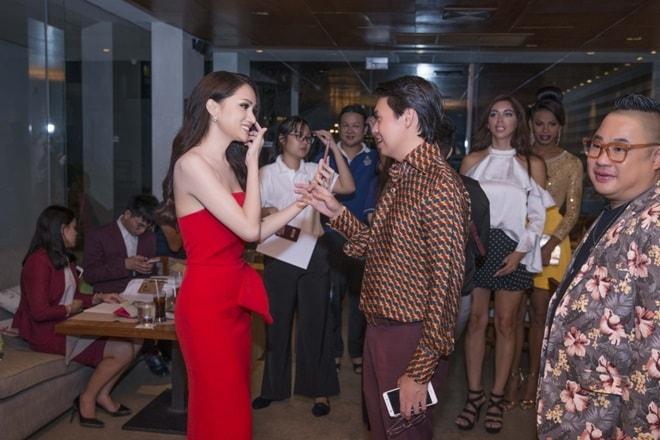 Hương Giang Idol lần đầu đụng độ nữ thần chuyển giới Thái Lan - 1