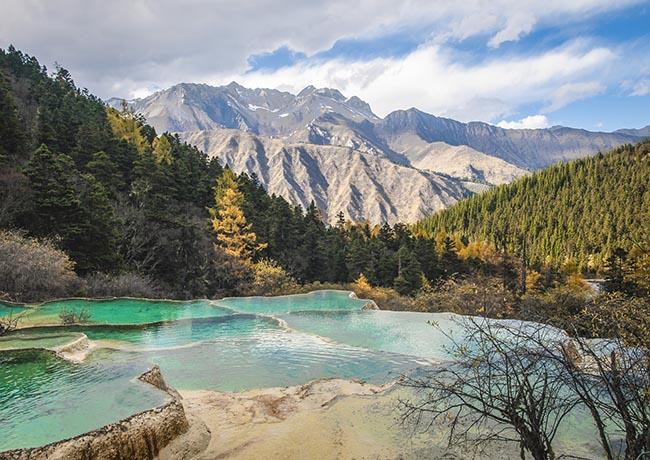 Độc đáo hồ nước nóng ruộng bậc thang đủ màu ở Trung Quốc - 7