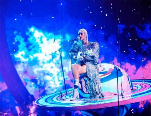 Nữ ca sĩ Katy Perry tiếp tục chọn đồ của NTK Công Trí - 6