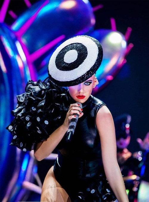 Nữ ca sĩ Katy Perry tiếp tục chọn đồ của NTK Công Trí - 5