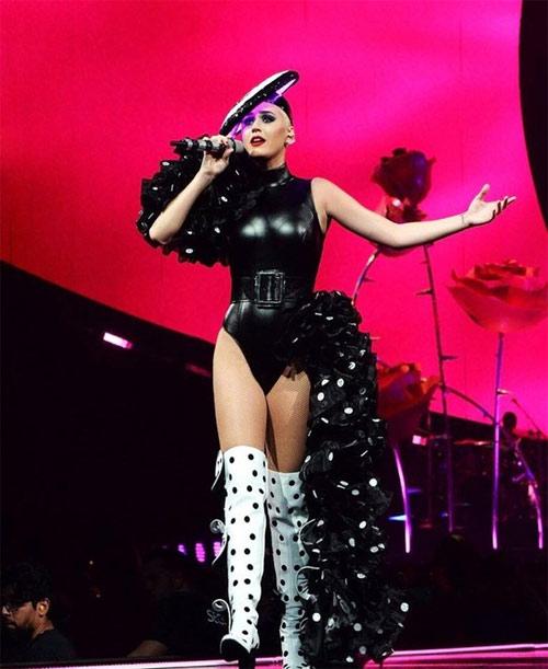 Nữ ca sĩ Katy Perry tiếp tục chọn đồ của NTK Công Trí - 4