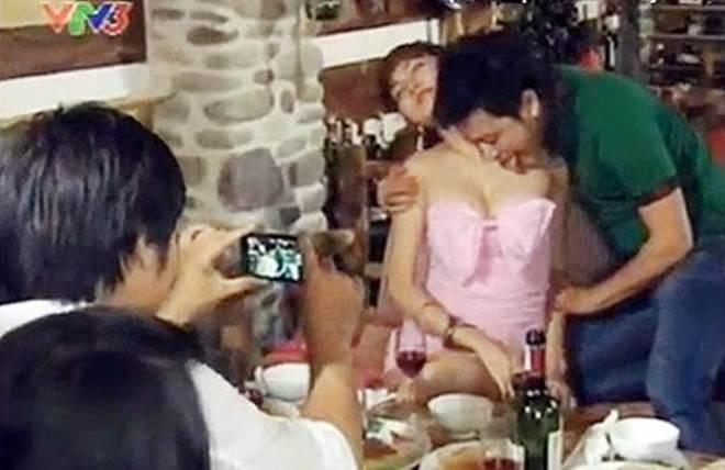 Những cảnh nóng gây tranh cãi gay gắt trên giờ vàng phim Việt - 2