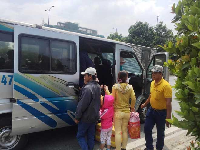 Xe khách bốc cháy trên phố Sài Gòn, cả chục người gào khóc - 6