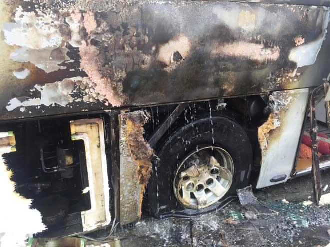 Xe khách bốc cháy trên phố Sài Gòn, cả chục người gào khóc - 4
