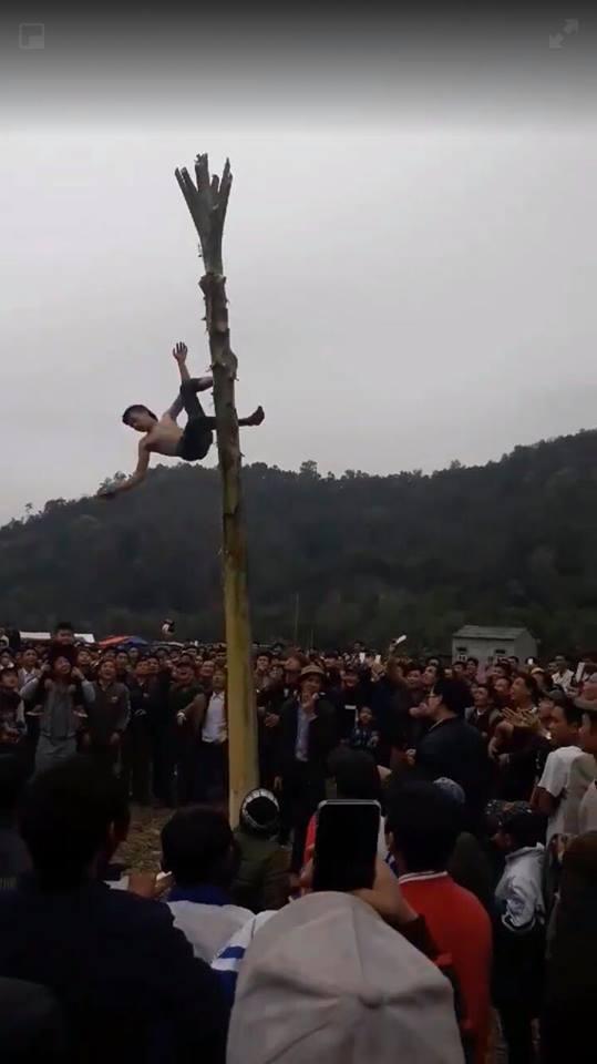 Thông tin mới vụ nam thanh niên trèo cây chuối, ngã bất tỉnh vì lời thách đố - 1