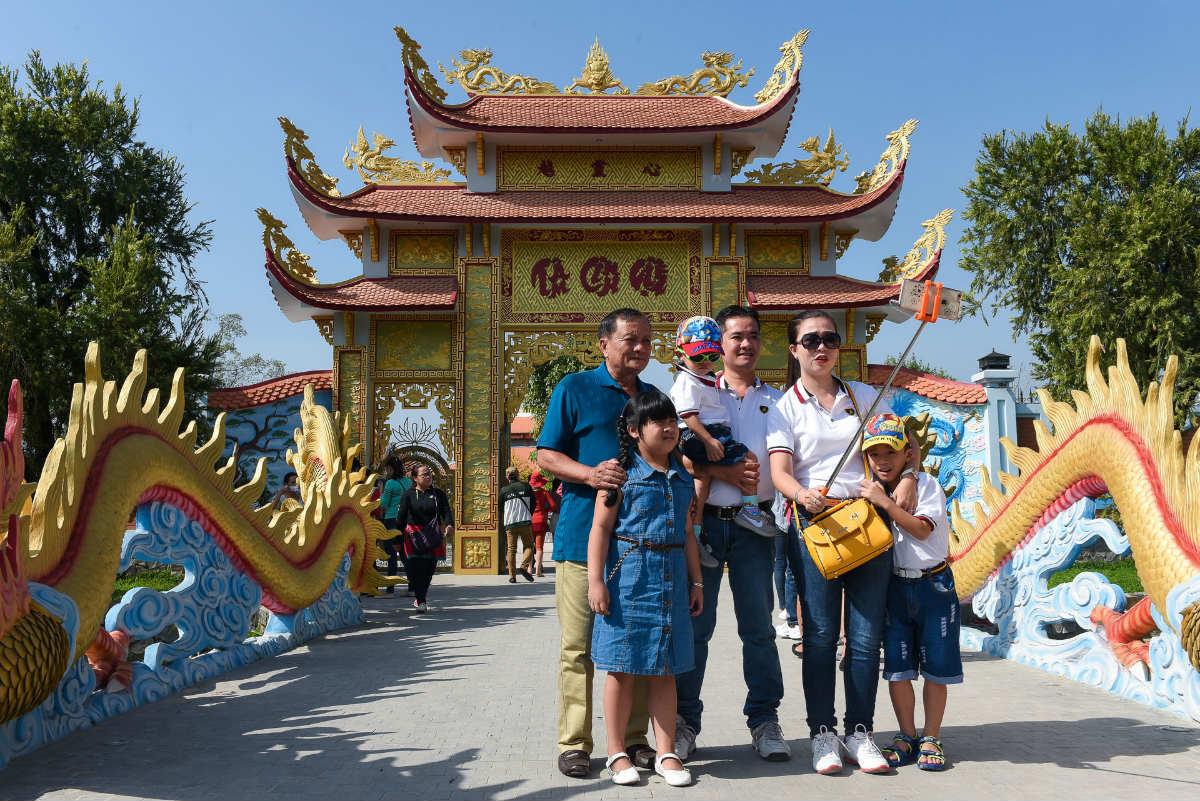 Tiết lộ lý do Hoài Linh không mở cửa đền thờ Tổ ngày Tết - 2