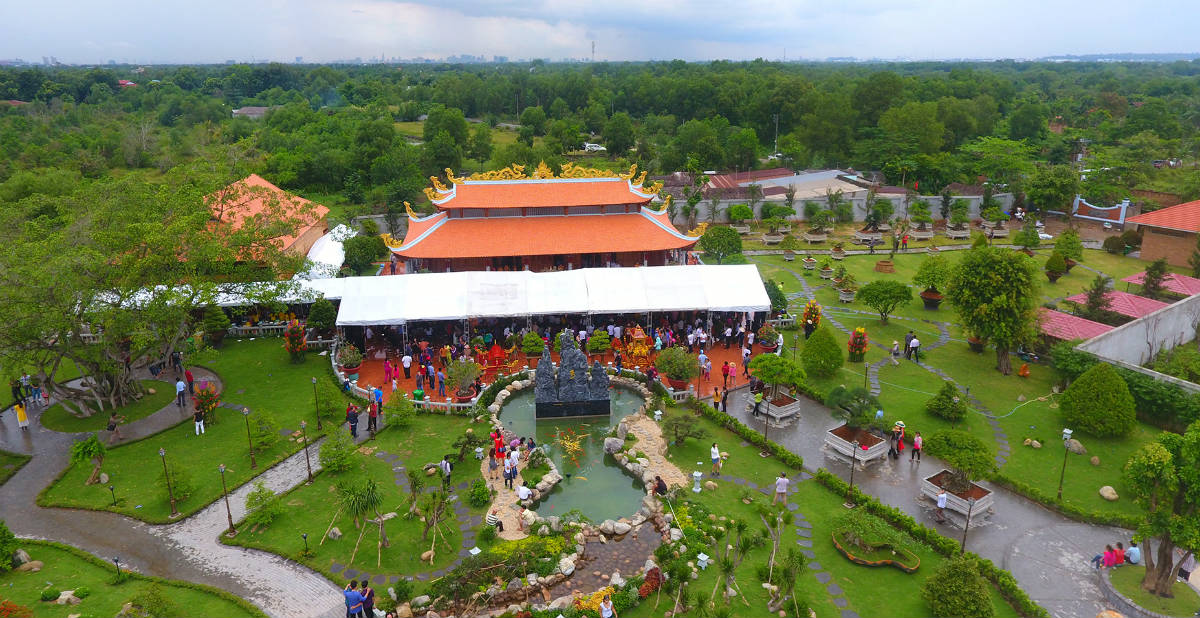 Tiết lộ lý do Hoài Linh không mở cửa đền thờ Tổ ngày Tết - 1
