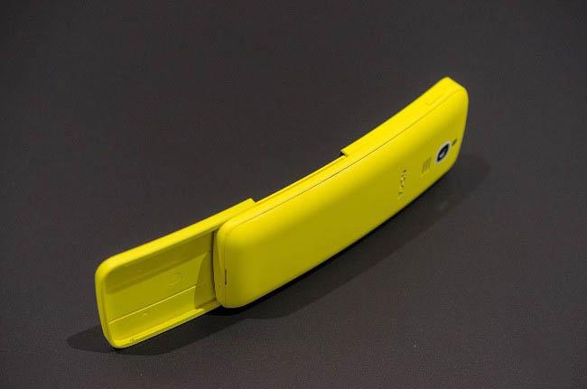 Và nó cũng sở hữu thiết kế dạng nắp trượt để mở ra bàn phím vật lý ẩn bên trong.