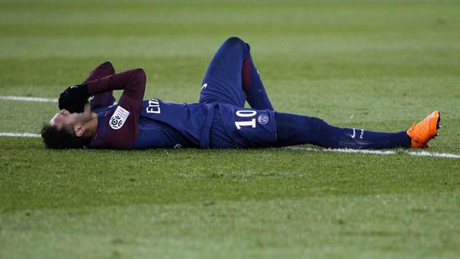 Neymar chấn thương khóc như Rô béo: PSG bất lực, Real buồn hơn vui - 1