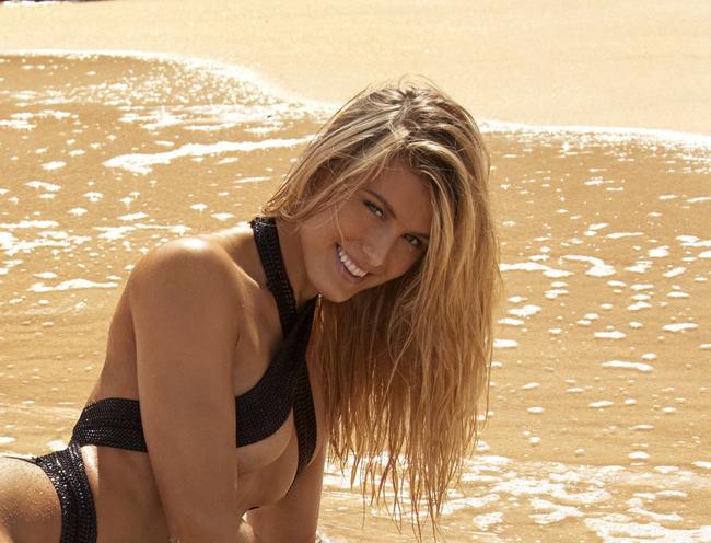 Tay vợt xinh đẹp Eugenie Bouchard lần thứ 2 xuất hiện trong bộ bikini mỏng tang trên tạp chí áo tắm Sports Illustrated vào đúng ngày lễ tình yêu 14/2.