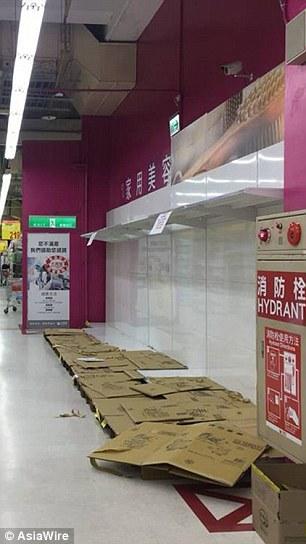 Dân Đài Loan đổ xô mua giấy vệ sinh, lãnh đạo kêu gọi bình tĩnh - 2