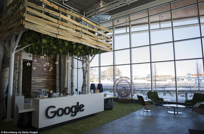Sảnh của tòa nhà đầu tiên trong khuôn viên mới của Google ở Boulder. Tòa nhà mới của Google tại Boulder, Colorado, mở cửa vào tháng 12 năm ngoái, nằm trên khu đất rộng hơn 1,7 ha.