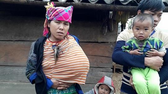 Xót xa số phận đắng cay của người mẹ trẻ có một bên ngực to lạ thường - 1