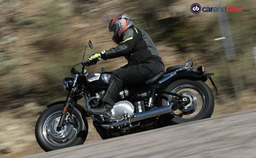 Triumph Bonneville Speedmaster khác bản Bobber ở những điểm nào? - 3