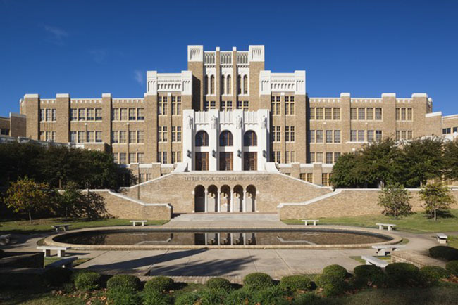 Trường trung học Little Rock Central bang Arkansas được liệt kê trong Danh Bạ các Địa điểm Lịch sử Quốc gia, là một trong những trường trung học lớn nhất và đắt nhất ở Hoa Kỳ khi nó mở cửa vào năm 1927.