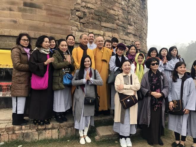Lương Nguyệt Anh khóc khi được tụng kinh trên đất Phật Ấn Độ - 2