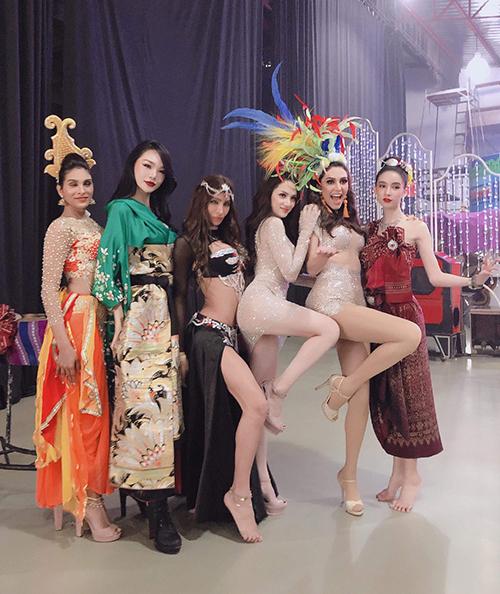 Hành động khôn ngoan của Hương Giang Idol tại Hoa hậu Chuyển giới Quốc tế - 2