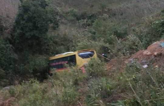 Xe khách rơi xuống vực sâu trên đèo Lò Xo, tài xế tử vong - 2