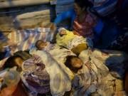 Người mẹ trẻ 8 con mang 4 đứa nhỏ từ Quảng Trị ra Hà Nội xin quần áo