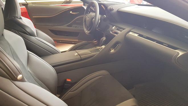 Lexus LC500 trưng bày tại showroom với giá bán gần 10 tỷ đồng - 4