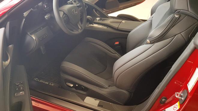 Lexus LC500 trưng bày tại showroom với giá bán gần 10 tỷ đồng - 5