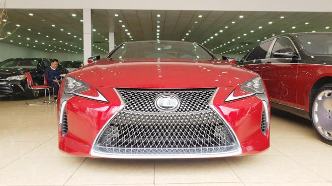 Lexus LC500 trưng bày tại showroom với giá bán gần 10 tỷ đồng - 2