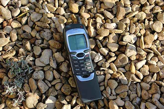 "Sau Nokia 8110, cục gạch ""1999"" Nokia 7110 sẽ đặt hồi sinh? - 1"