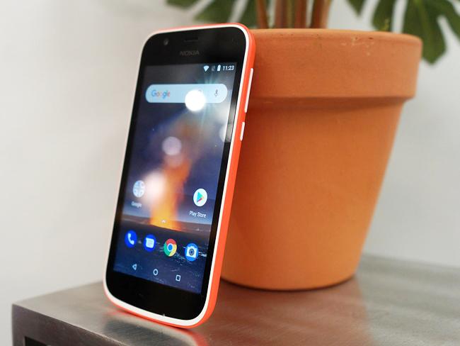 Như vậy, với giá bán 85 USD (khoảng 1,9 triệu đồng) điện thoại Nokia 1 đã chính thức qua mặt chiếc Nokia 2 (99 USD) để trở thành chiếc smartphone rẻ nhất của HMD Global.