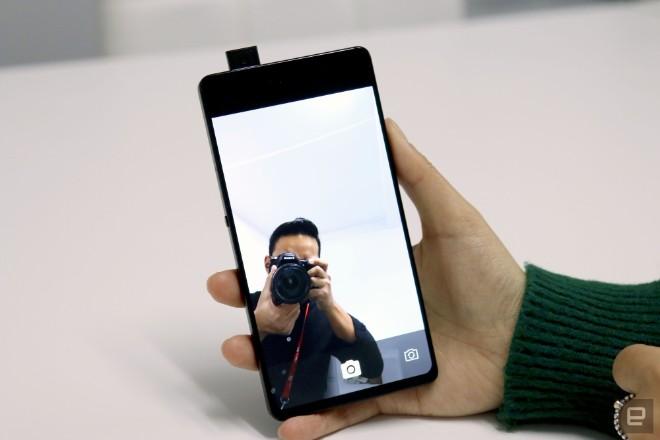 """Vivo khéo """"khoe"""" điện thoại đẹp hơn iPhone X, camera selfie ập mình - 7"""