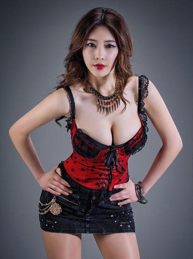 Người đẹp diện váy lộ nội y ren đỏ - 9
