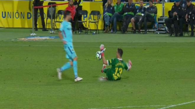 """Nghi án trọng tài thân Real xử ép Barca: """"Lờ"""" thẻ đỏ, 11m cay nghiệt - 2"""