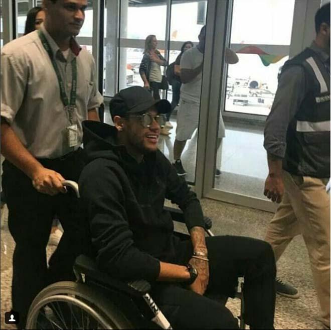 Chấn động Neymar: Đi xe lăn, nghỉ hết mùa & nguy cơ lỡ World Cup 2018 - 1
