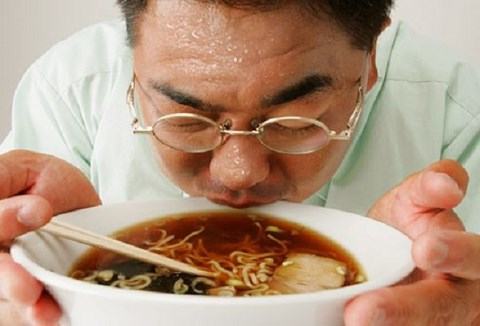 Xì xụp thức ăn quá nóng, ung thư thực quản gõ cửa - 1