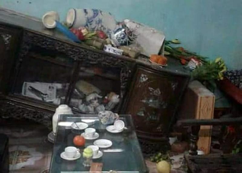 Xông vào nhà chém người, đập bàn thờ đêm 30 Tết - 1